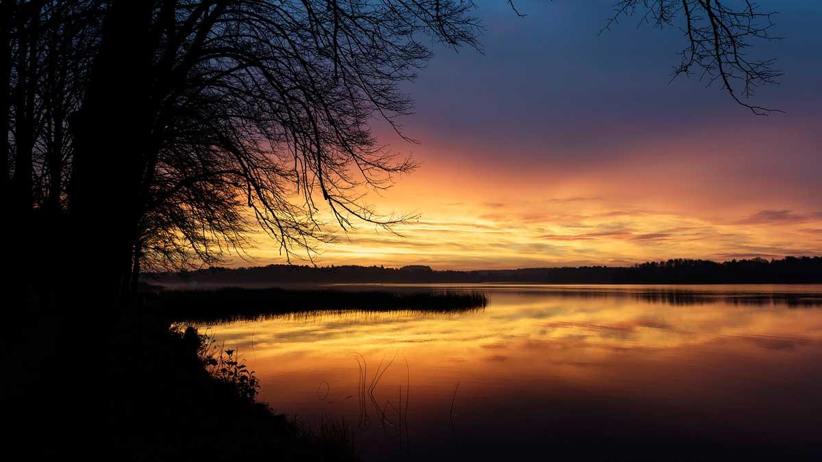 Sonnenaufgang über dem Lychener See Ende November
