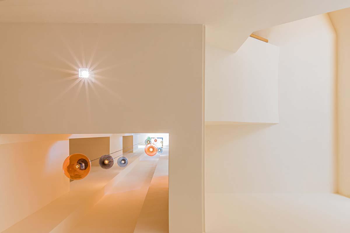 Treppenhaus mit Lichtschacht - Blick vom EG nach oben