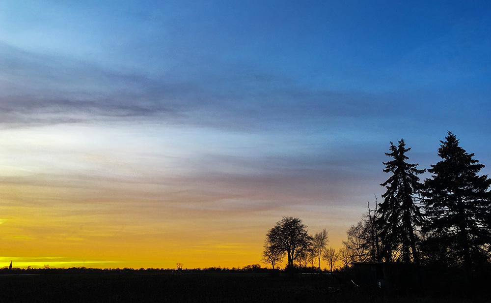 Abendhimmel Anfang Januar in Niedersachsen, Landkreis Diepholz